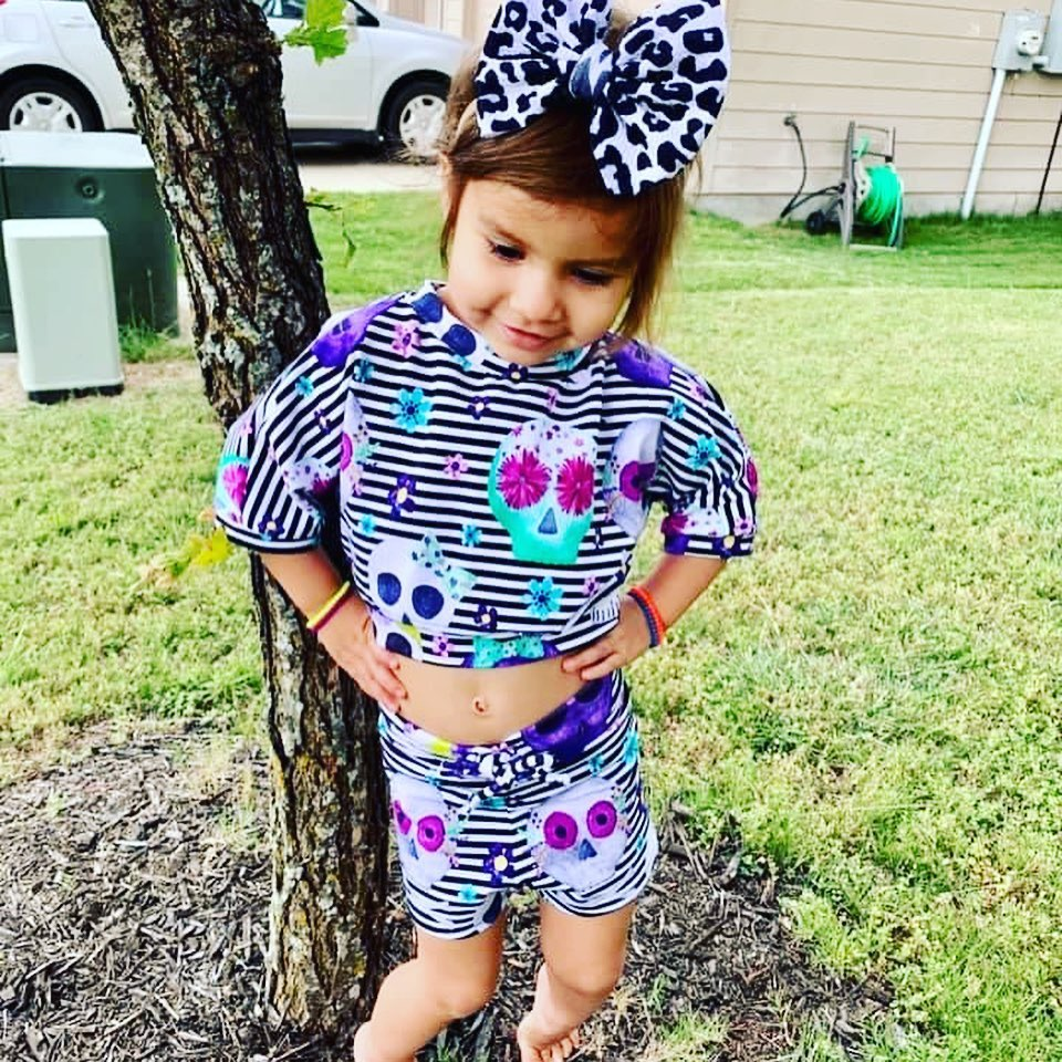Check out this crop top lounge set on @ #handmadewithlove #loungeset #watercolorskulls #smallshoplove #toddlersofinstagram